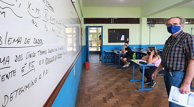 O Sindicato dos Professores do Ensino Oficial do Estado de São Paulo (Apeoesp) registrou 262 casos de covid-19 em escolas da rede estadual