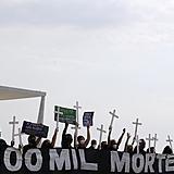Ação em memória das vítimas da covid-19 na Praça dos Três Poderes no dia 8 de outubro