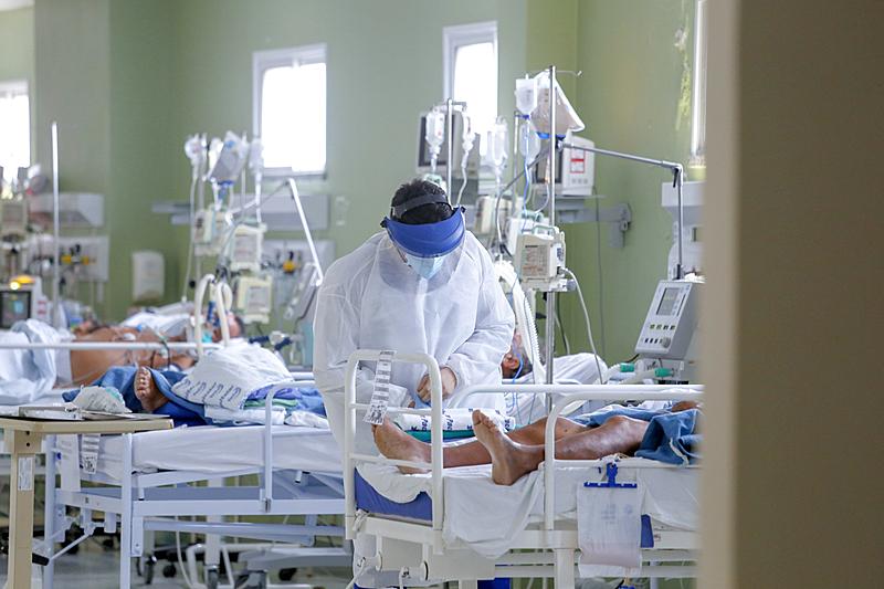 Quatro hospitais anunciam lotação e suspendem atendimentos em   Saúde