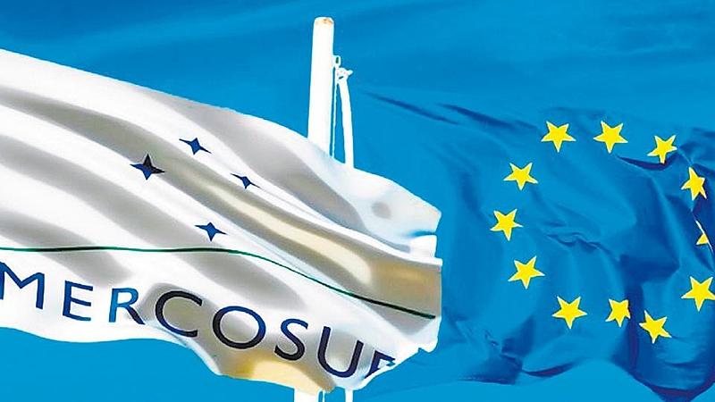Bandeiras da União Europeia e Mercosul
