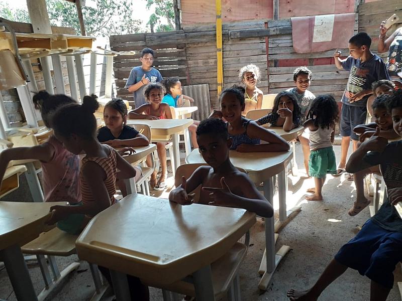 """""""A escola tem uma grande importância para crianças, jovens e adultos e não podemos abrir mão deste espaço de direito de todoe qualquer cidadão"""""""