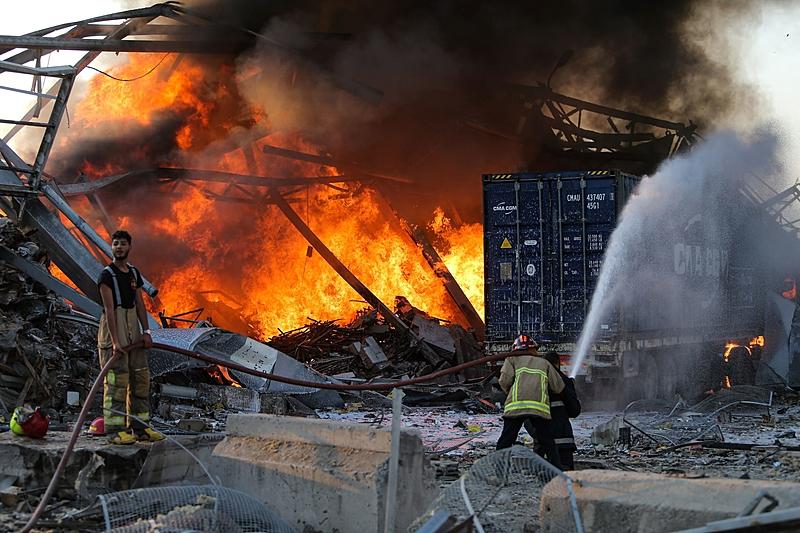 Forte explosão em Beirute nesta terça (4)