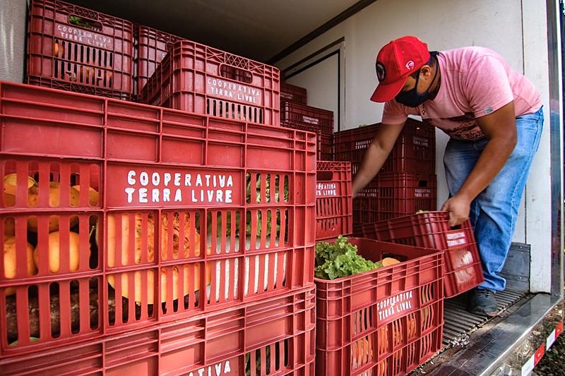 Para o MST, a mobilização do povo busca a construção de um novo projeto de país e aponta para um caminho único no campo: a Reforma Agrária Popular