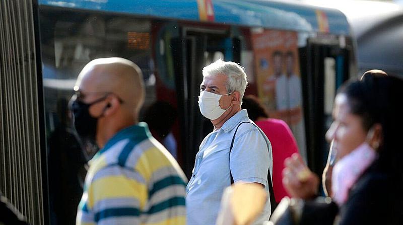 População com mascara