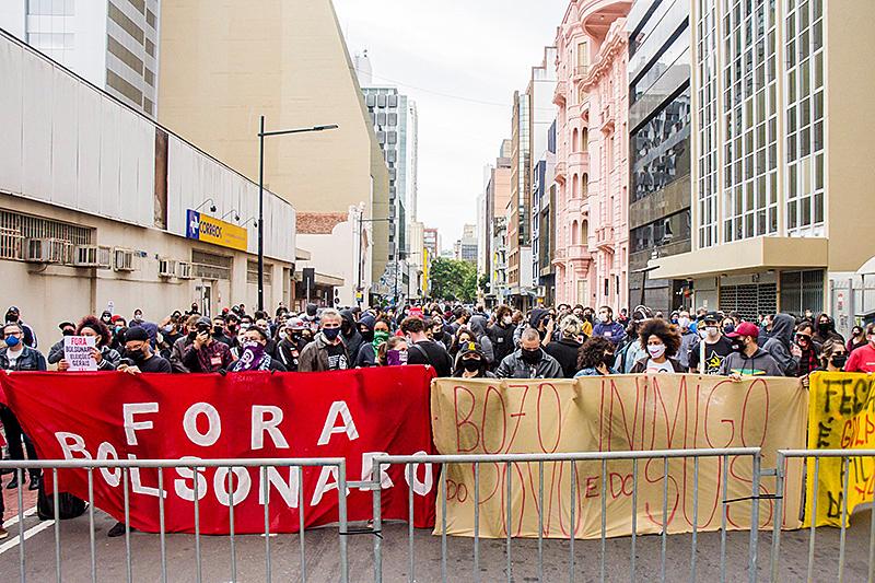 Domingo de manifestações antifascistas em Porto Alegre e | Política