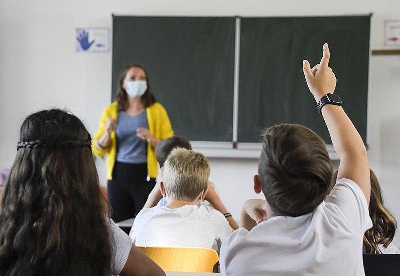 A medida da secretaria estabelece o uso de máscaras obrigatório, mas suspende a recomendação de distanciamento