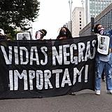 Manifestantes saíram à Avenida Paulista para defender a democracia e reafirmar a importância das vidas negras