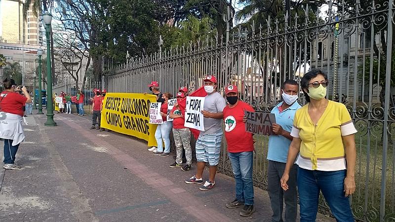 manifestantes, quilombo campo grande, zema covarde